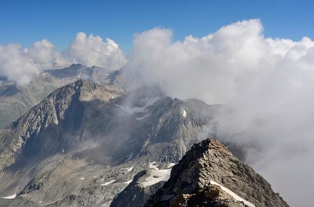 Wolken schieben sich ins Bild